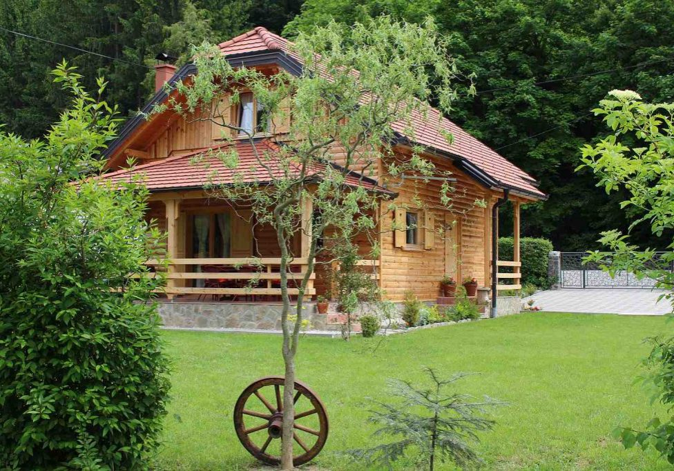 Drvena hižica Tuheljske Toplice - otraga1